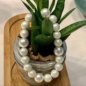 Jewelry - Faux Pearl Bracelet - Classic look!